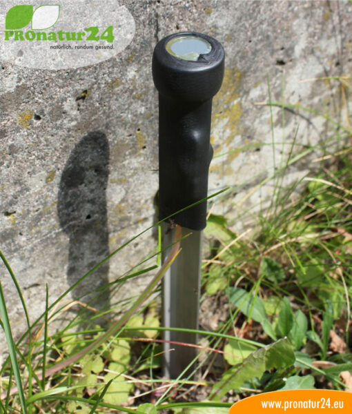 Stationary earthing rod in use